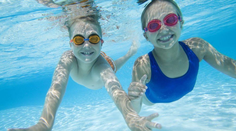 La otitis de piscina en los ni os qu es cu les son sus for Hongos de piscina